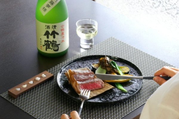 酒と才巻海老の吸い物、竹原地酒の酒蒸し、垰下牛のフルコース