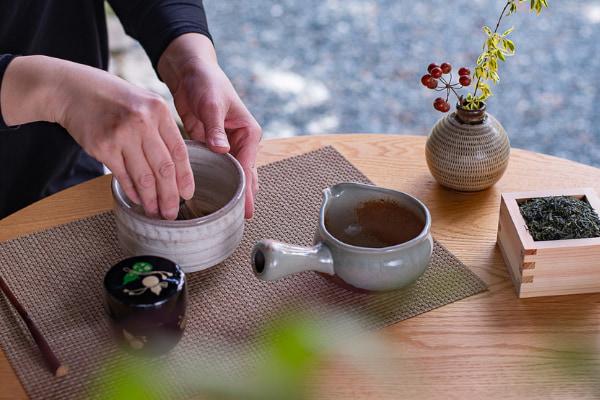 茶香炉の香りに癒され、食事と愉しむティーペアリング、目覚めの八女抹茶でお茶を堪能2