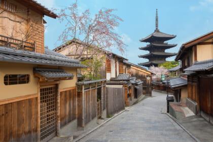 城下町、港町、門前町など、独自の文化が紡がれた〝重要伝統的建造物群保存地区〟で悠久の歴史を受け取る