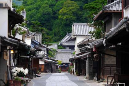 日本の歴史風情残るまち並みが紡がれる〝重要伝統的建造物群保存地区〟で当時の情景を受け取る