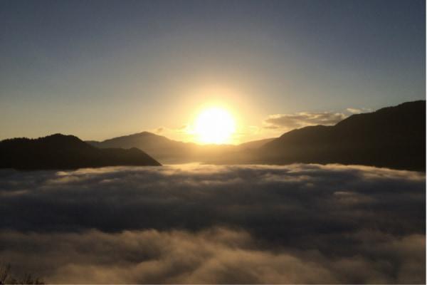 :円山川の朝霧がもたらす雲海の絶景と日の出を望む1