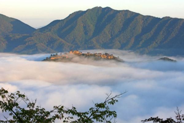 :円山川の朝霧がもたらす雲海の絶景と日の出を望む2