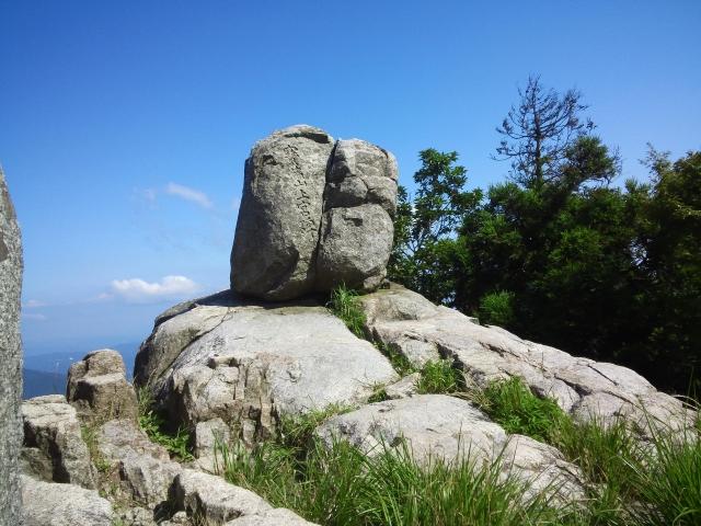 福岡県太宰府市の宝満山の頂上にある岩